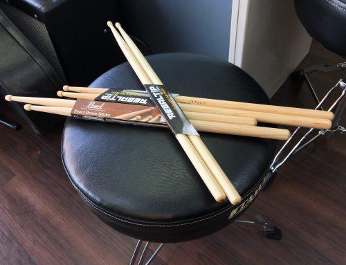 墨田区の楽器店、ドラムスティックも購入できます。